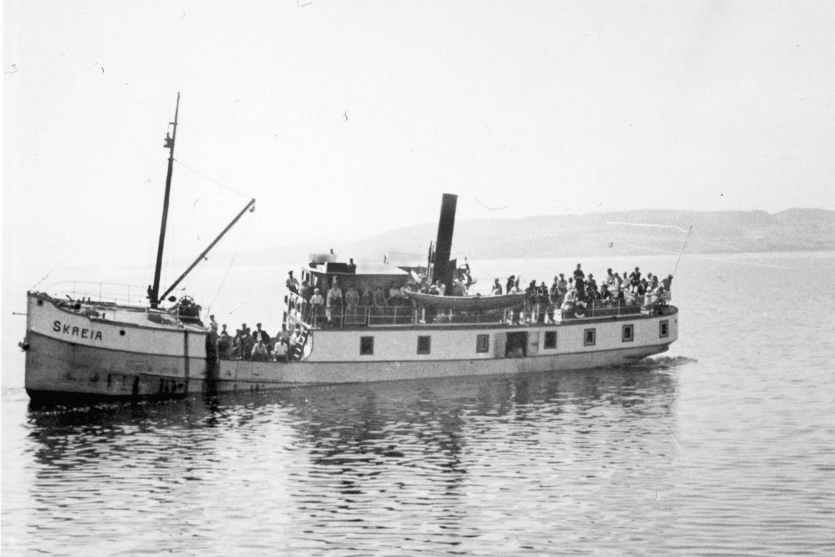 "Båten ""SKREIA"" på Mjøsa."