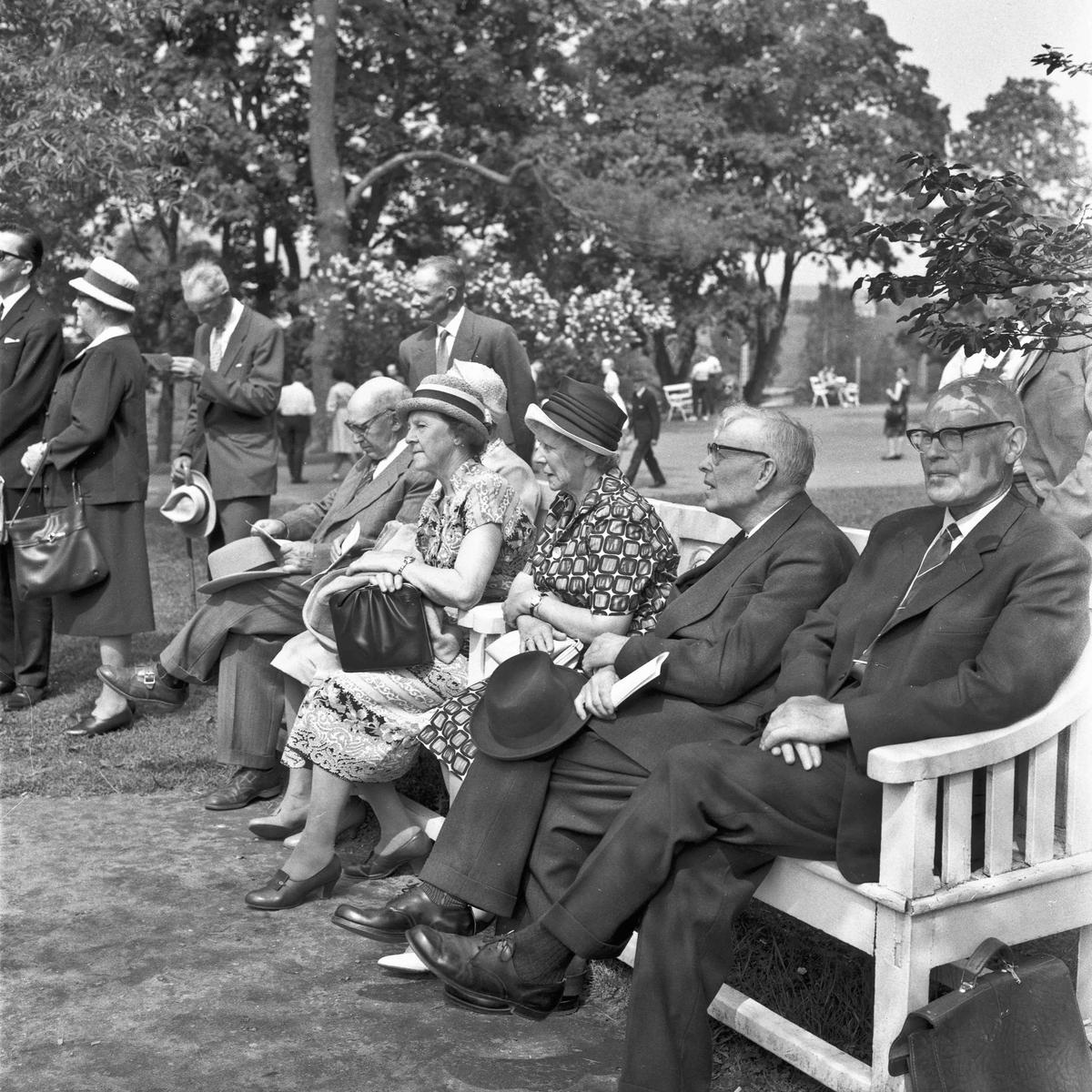 Eidsvoll Museumslag. Tilstelning ved Nicolai og Henrik Wergelands grav, samt Eidsvollbygningen 14.06.1964.
