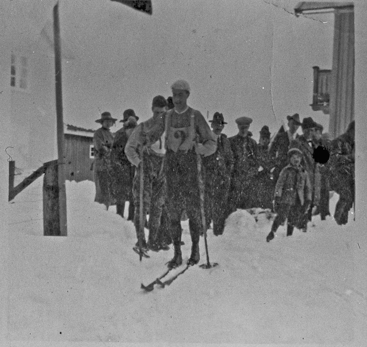Skirenn. Kretslangrenn på Gardermoen. 1922. Start nr. 2 er Carsten Lyshaug, rennets vinner.