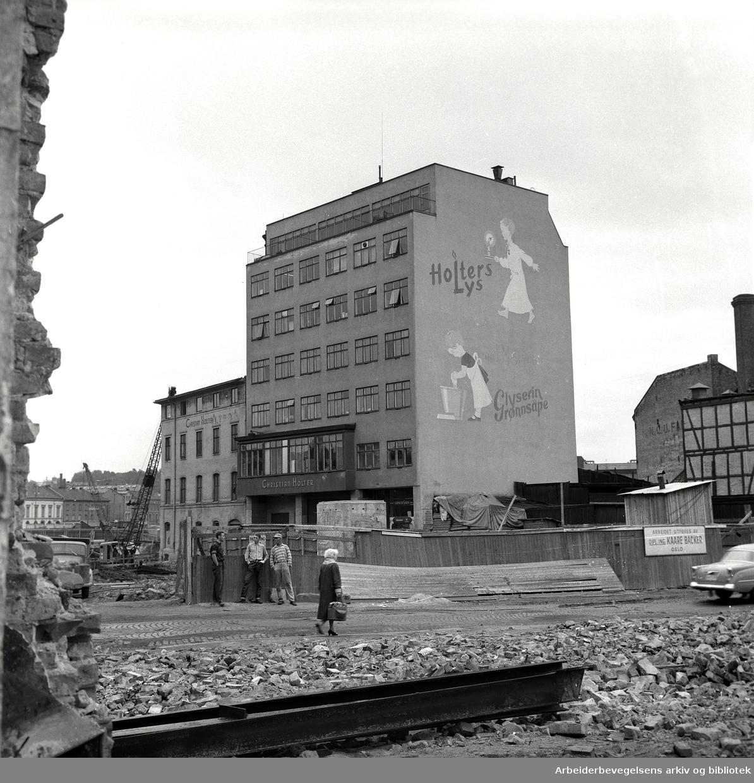 Sanering av Vaterland,.august 1961..Christian Holters Lysfabrikk A/S i Elvegata 15, bygget etter krigen, skal rives..