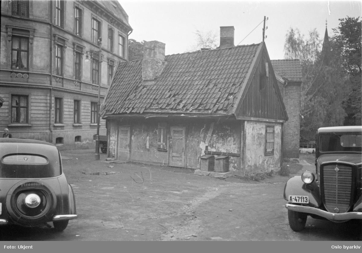 Småhusbebyggelse, biler, Christian Krohgs gate. DKW og Indiana lastebil.