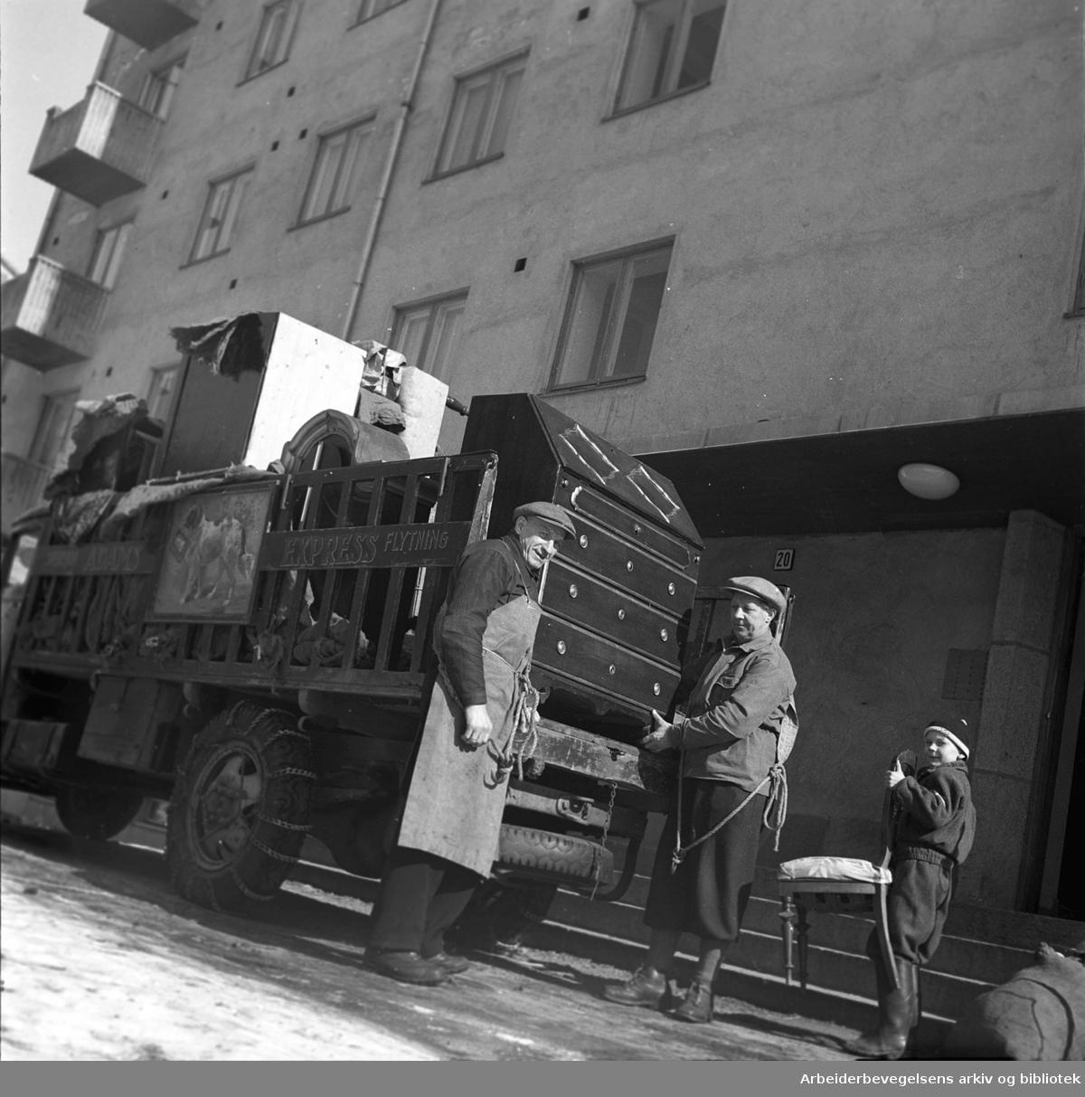 Innflytting på Ilagløtt,.april 1952