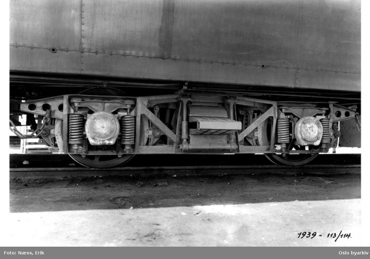 Akselbokser, hjul, understell på vognene 113 og 114. Detalj. Holmenkollbanen