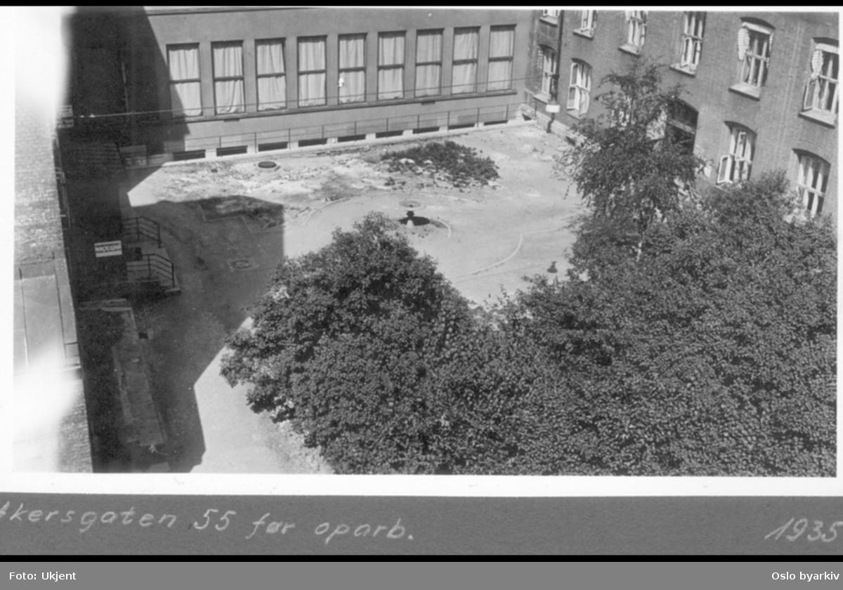 Gårdsrommet i Dittenkomplekset (1904). Kommunal kontorbygg fra 1905 (Magistraten og etat adm.) med nybygget fra 1933 midt i bildet. Revet i 1993 til fordel for VG nye avisbygg (1994). Fontene plassert i gården.