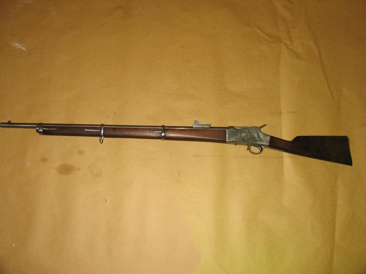 .våpenet er restaurert etter brann. Serienummeret som er registrert er antagelig knyttet til en erstattningspipe fra et annet gevær. Dette fordi det ikke ble produsert mer enn 975 våpen av denne typen totalt.