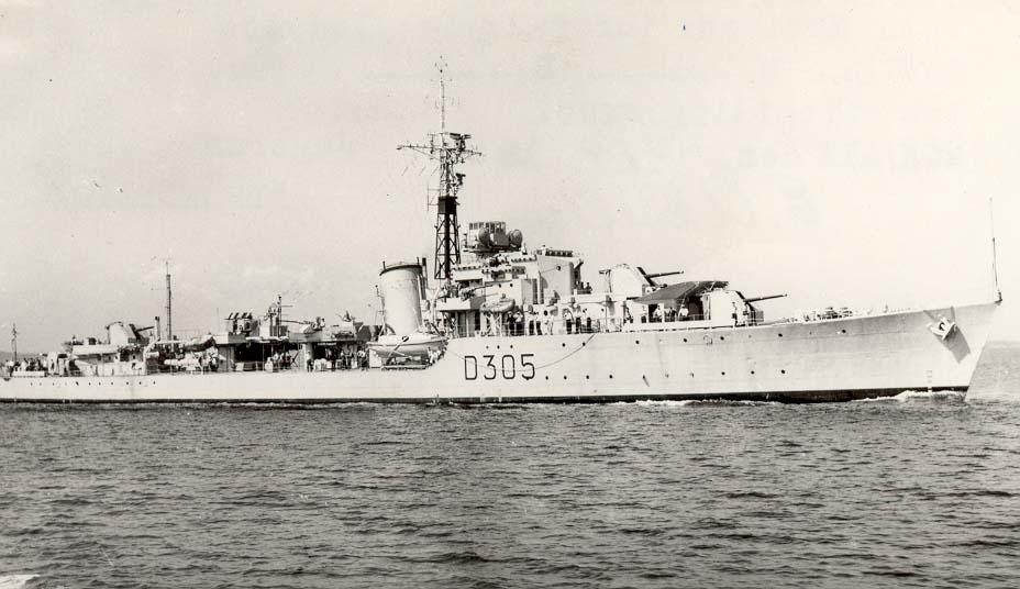 "Motiv: Jageren KNM ""Trondheim"" (D305).Styrbord bredside"