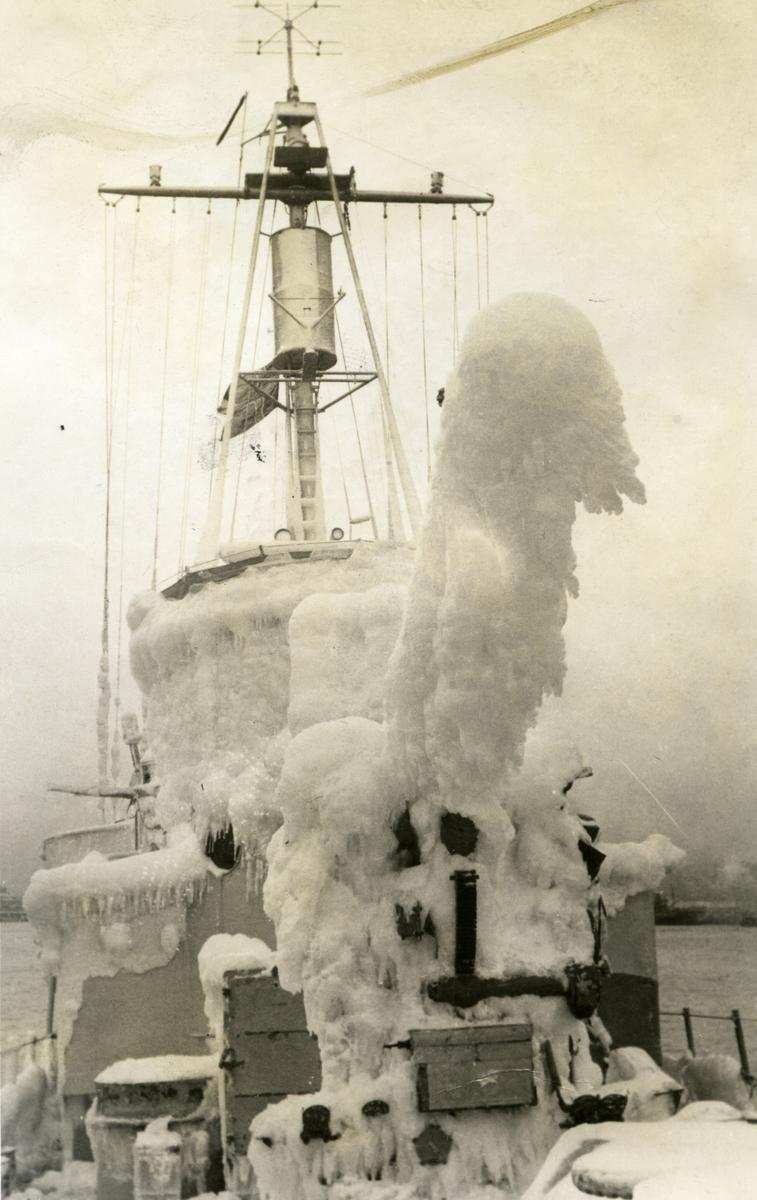 Album Ubåtjager King Haakon VII 1942-1946 Halifax N.S. 14.12.1943.