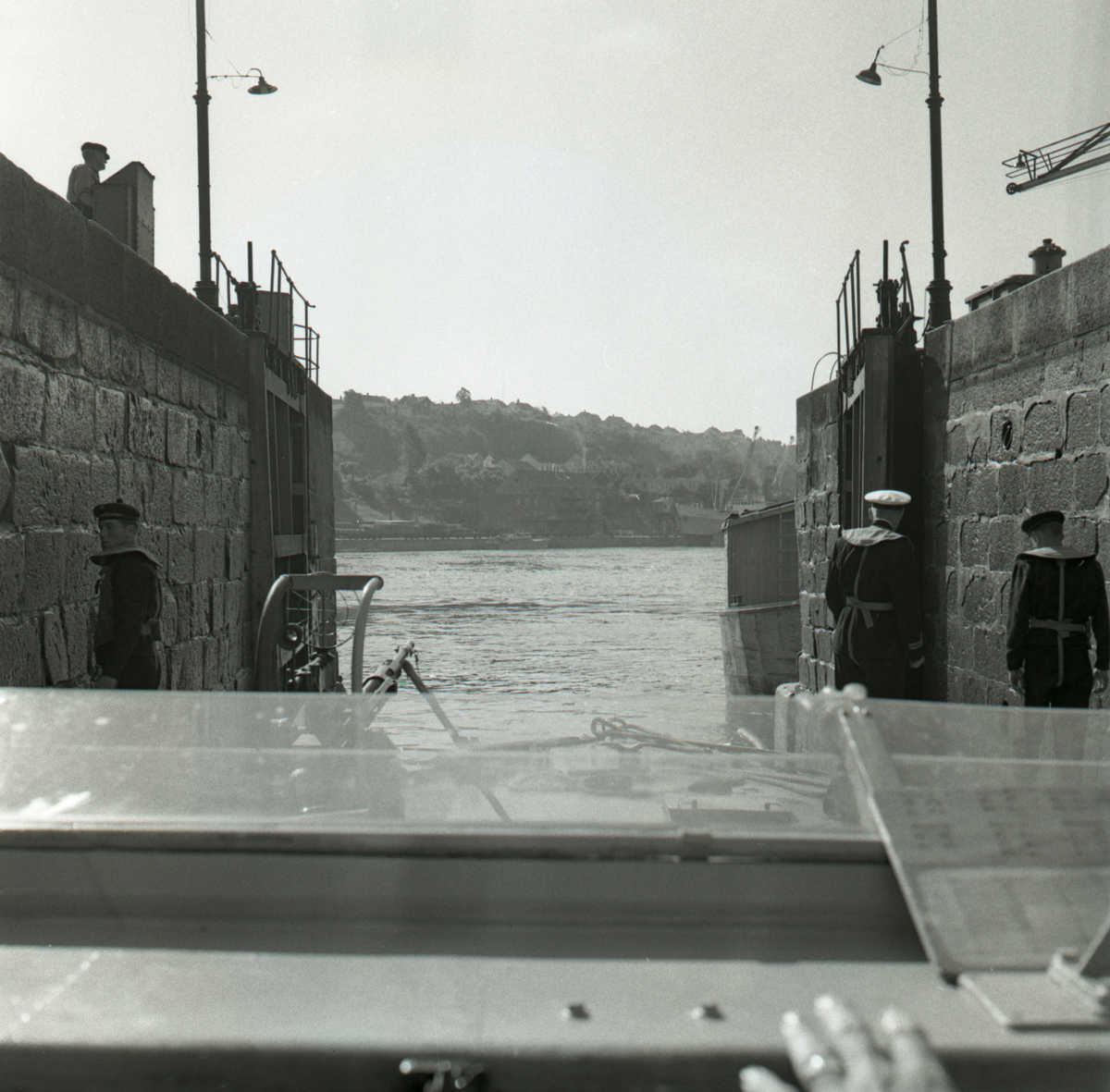 Samlefoto: Elco-klasse MTB-er gjennom Bandak-kanalen i juli 1953. Slusekjøring.