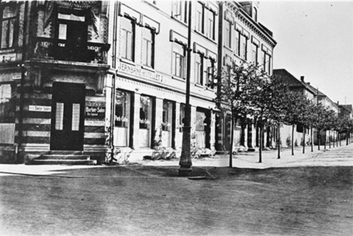 EKSTERIØR, JERNBANEHOTELLET, PARK CAFÈ, TORGGATA/PARKGATA. PARKGATA 12