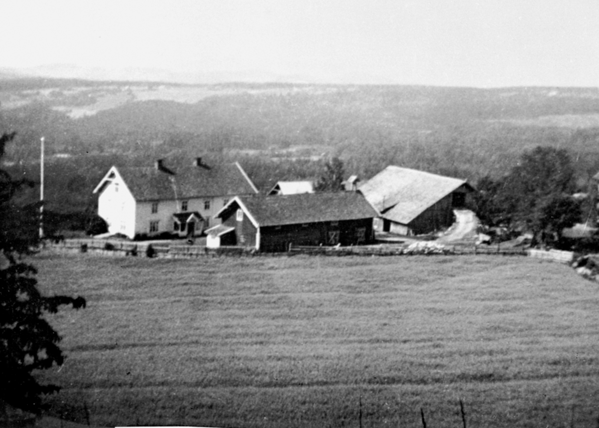 Bjørge søndre, Veldre, Ringsaker. Låven brant 17. mai 1947.