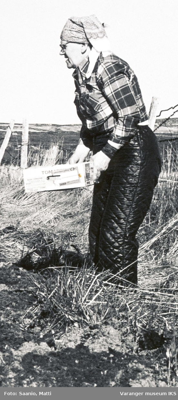 Ida Tuomainen i åkeren 1977