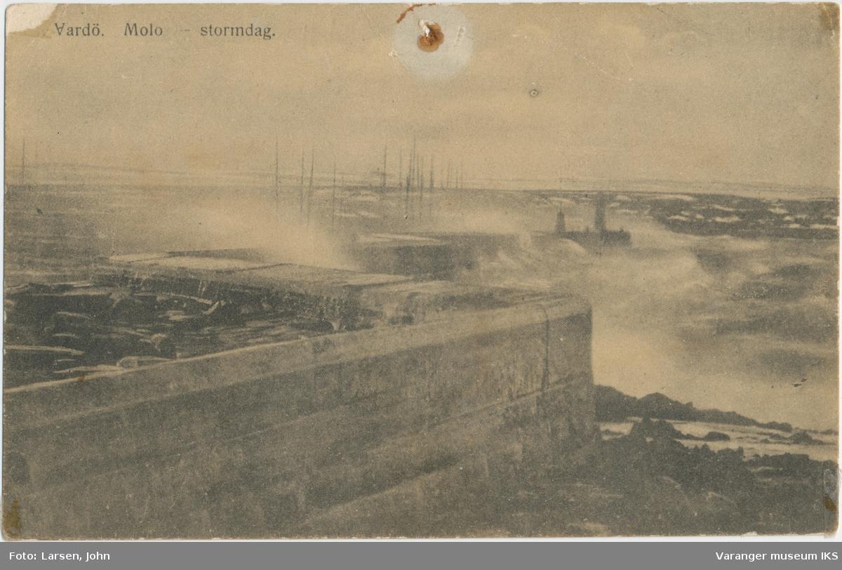 Postkort, moloen i storm, ca. 1900