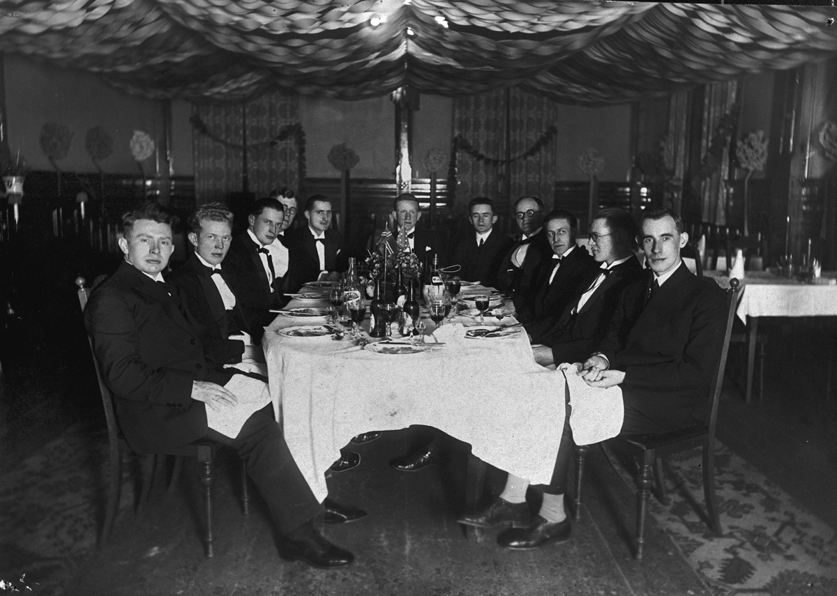 Gruppebilete, 11, menn, festbord, Grand Hotel?