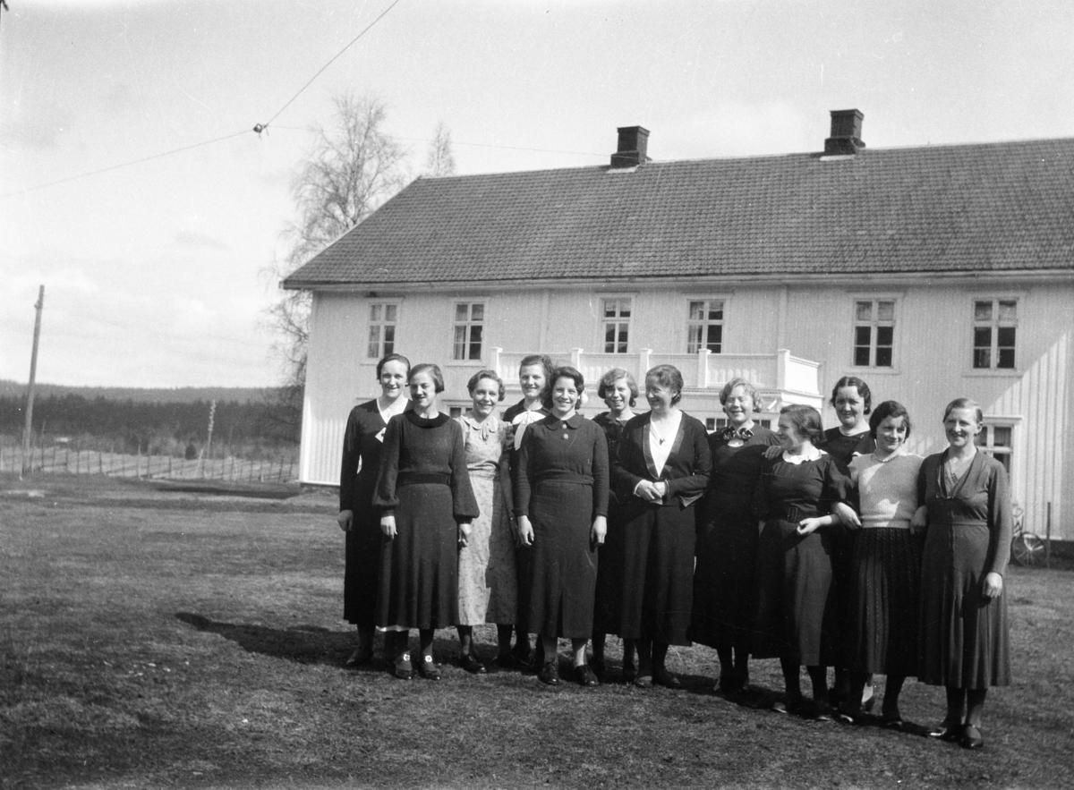 Nordre Rustad. Gruppebilde, kvinner