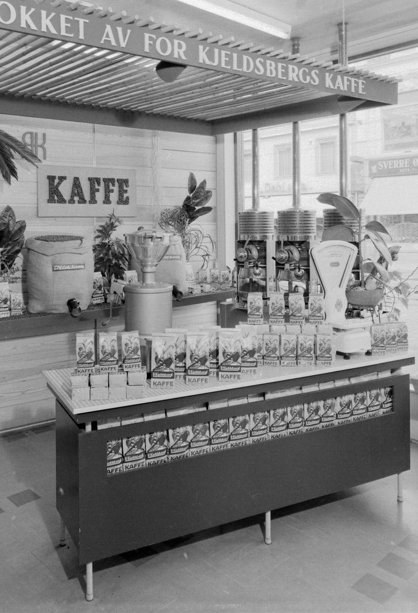 Kaffeavdelingen hos R. Kjeldsberg A/S i Olav Tryggvasons gate