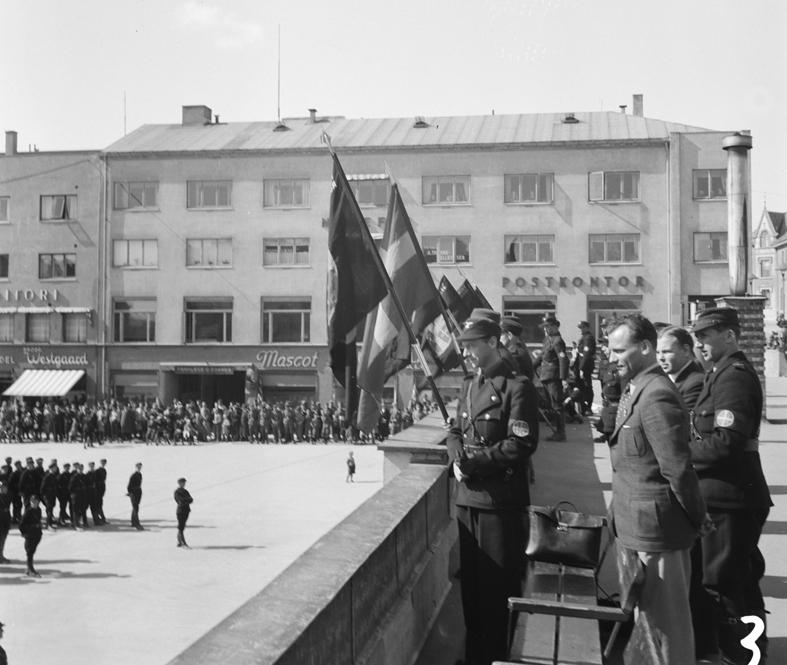 NS, Hirden, Nasjonal Samling. Hirdstevne på Hamar 4. mai 1941. Østre Torg. Kommisarisk statsråd under krigen Gulbrand Lunde (1901-1942) i midten på bildet.