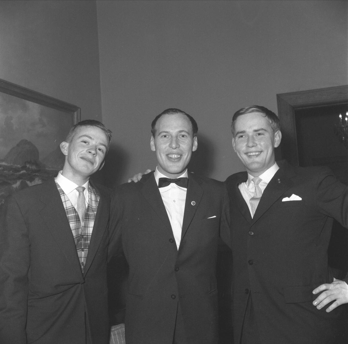 """""""FRAMBALL"""" I FESTIVITETEN HAMAR, 1960. GYMNASSAMFUNNET """"FRAM"""" ARRANGERTE JULEBALL FOR CA. 150. F. V. OLE SANDBEG, KÅRE WENDELBOE LINDE OG ØYVIND BOLSTAD. KÅRE WENDELBOE LINDE BLE HEDRET FOR SITT ARBEID SOM INSTRUKTØR FOR FRAMTEATERET. SE BOKA PÅ ET HUNDREDELS SEKUND, LØTEN OG OMEGN 1957-1964 I ORD OG BILDERAV HELGE REISTAD S. 202."""