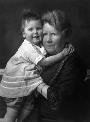 Kirsten Flagstad ett år gammel og hennes mor Marie Flagstad.