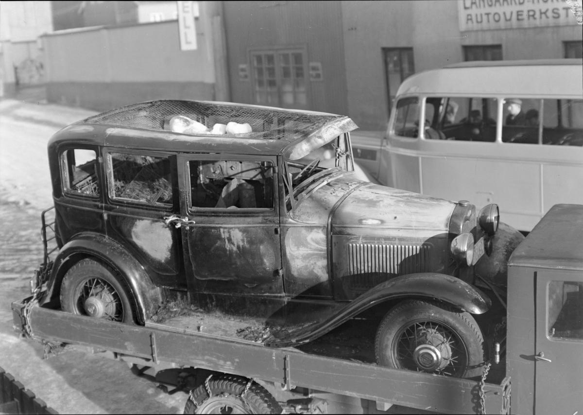 Oplandske Auto, Hamar. Kolisjonskadet personbil.