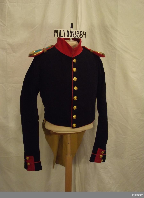 Frack m/1816 för officer vid Jönköpings Regemente. Sannolikt tillverkad c:a 1830.