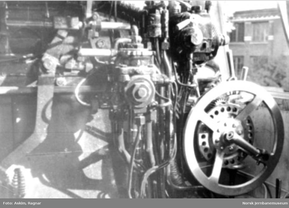 Fra førerhytta på damplokomotiv type 49c