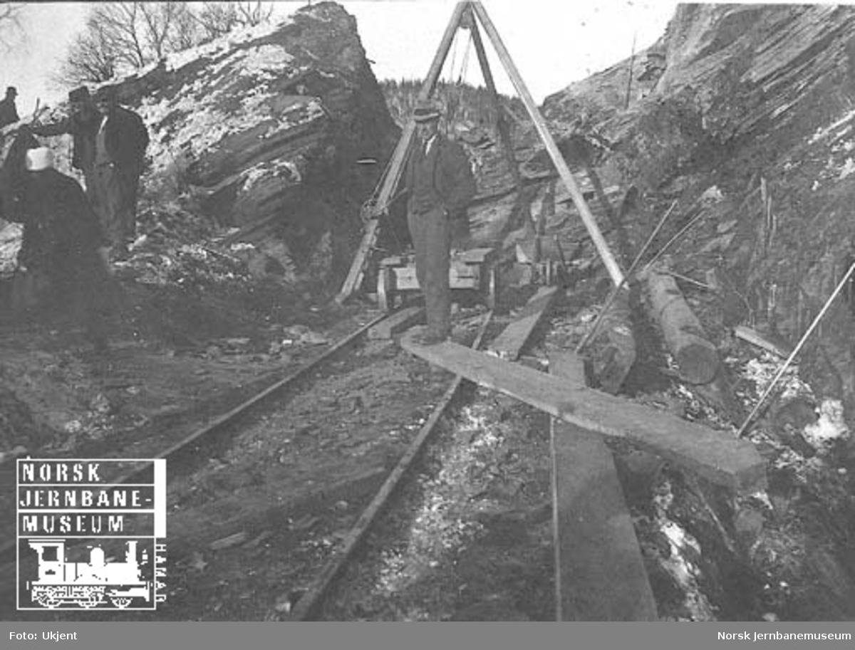 Opprydding etter ras ved Holtålen påsken 1921