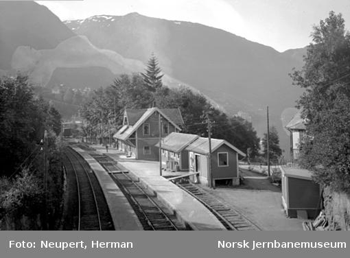 Vaksdal stasjon
