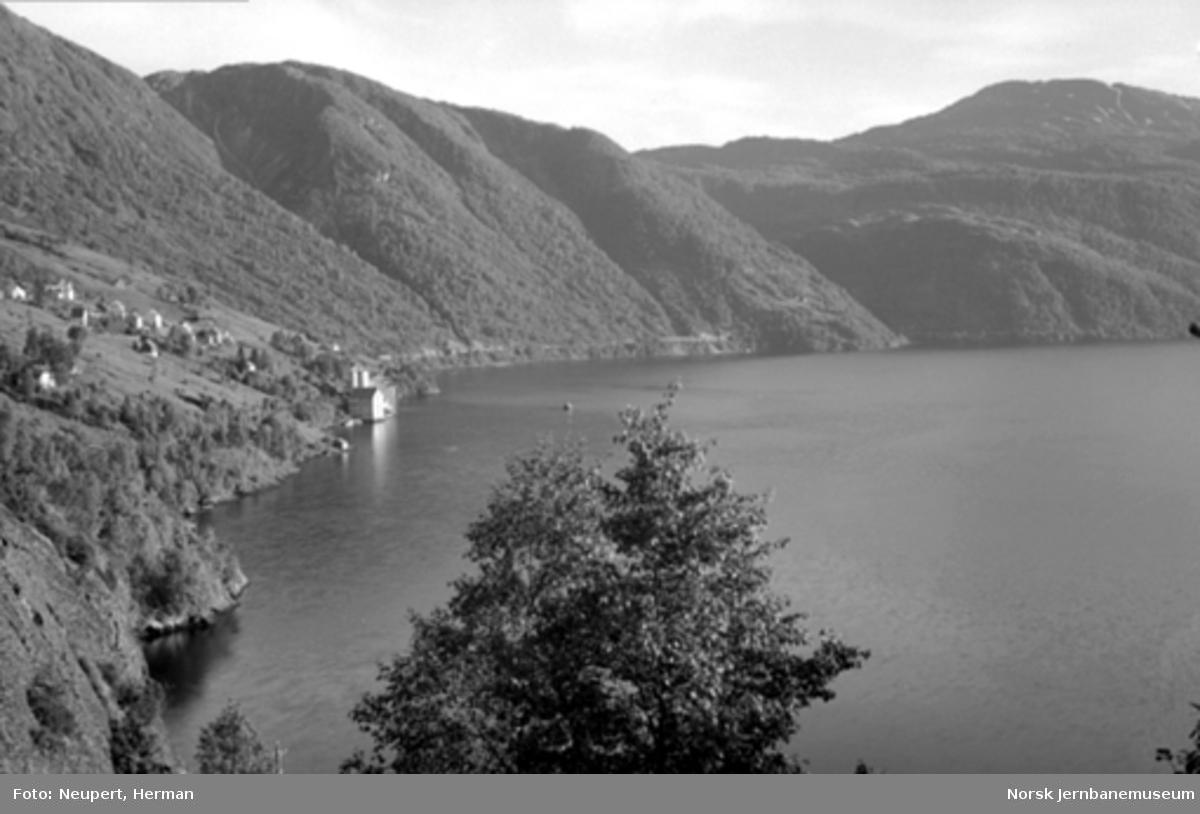 Oversiktsbilde over Vaksdal med Sørfjorden