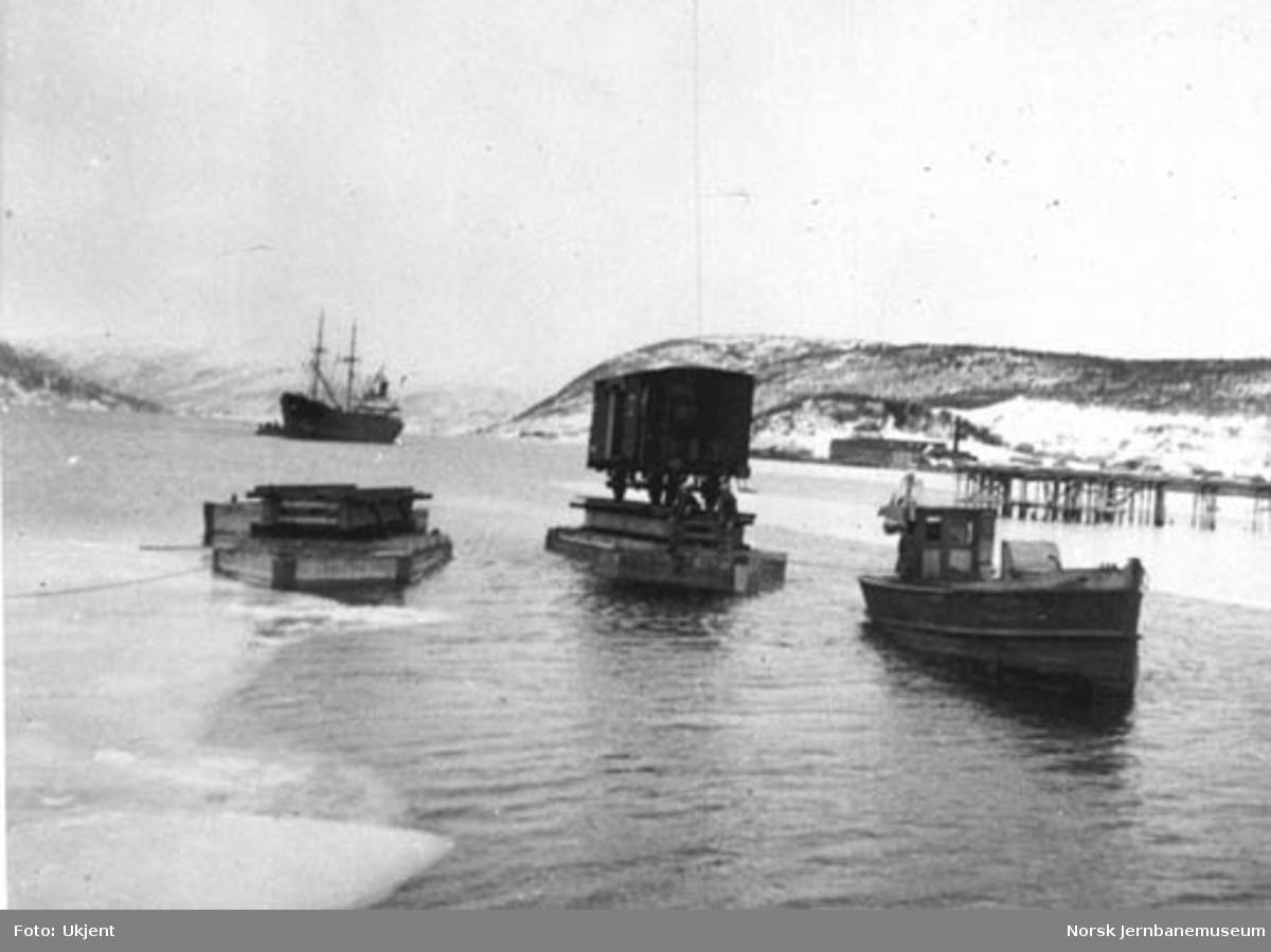Ilandføring av godsvogn med lekter i Mosjøen