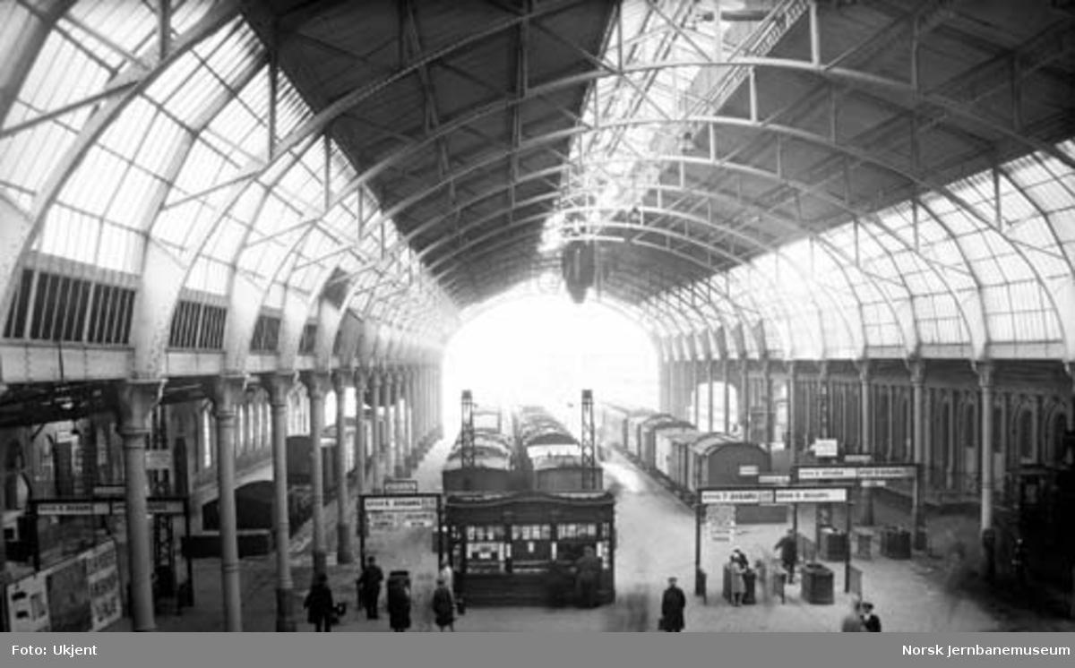 Oslo Ø, lokalstasjonen og toghallen