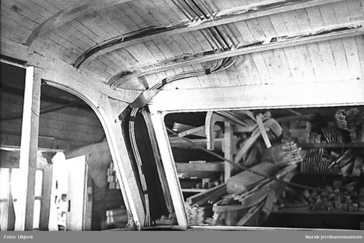 Bensinmotorvogn litra Cmb type 16, karosseribygging m.m.