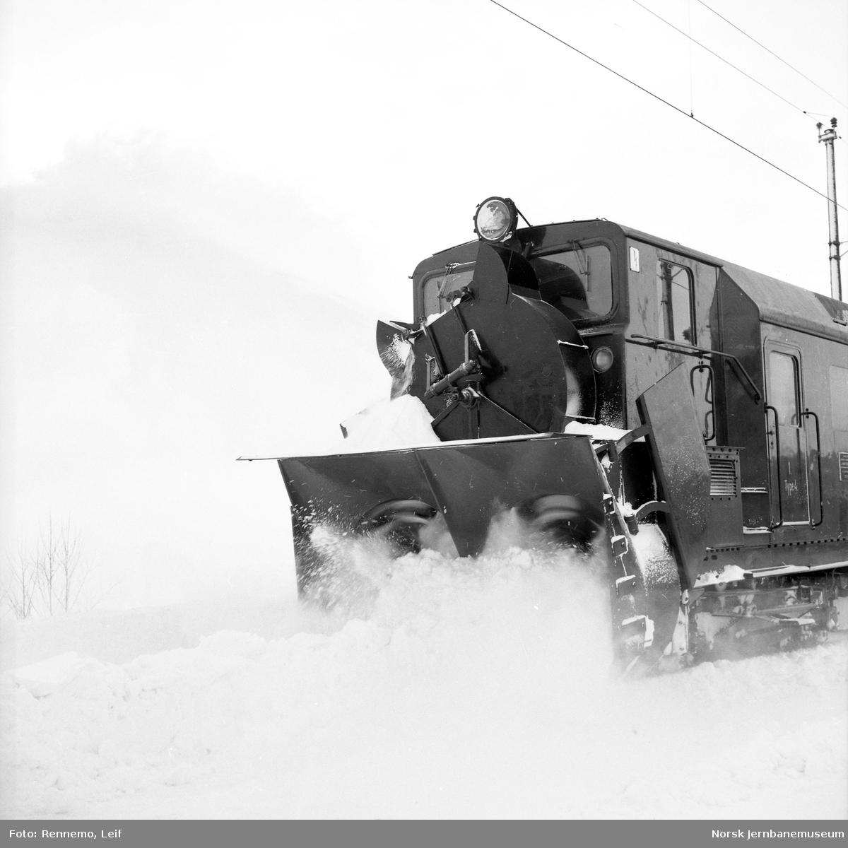 Snørydding med roterende snøplog type ElR1 nr. 101