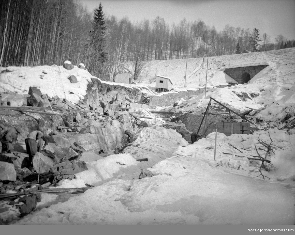 Anleggsarbeider i Åretta med jernbanelinjen og kulverten i bakgrunnen