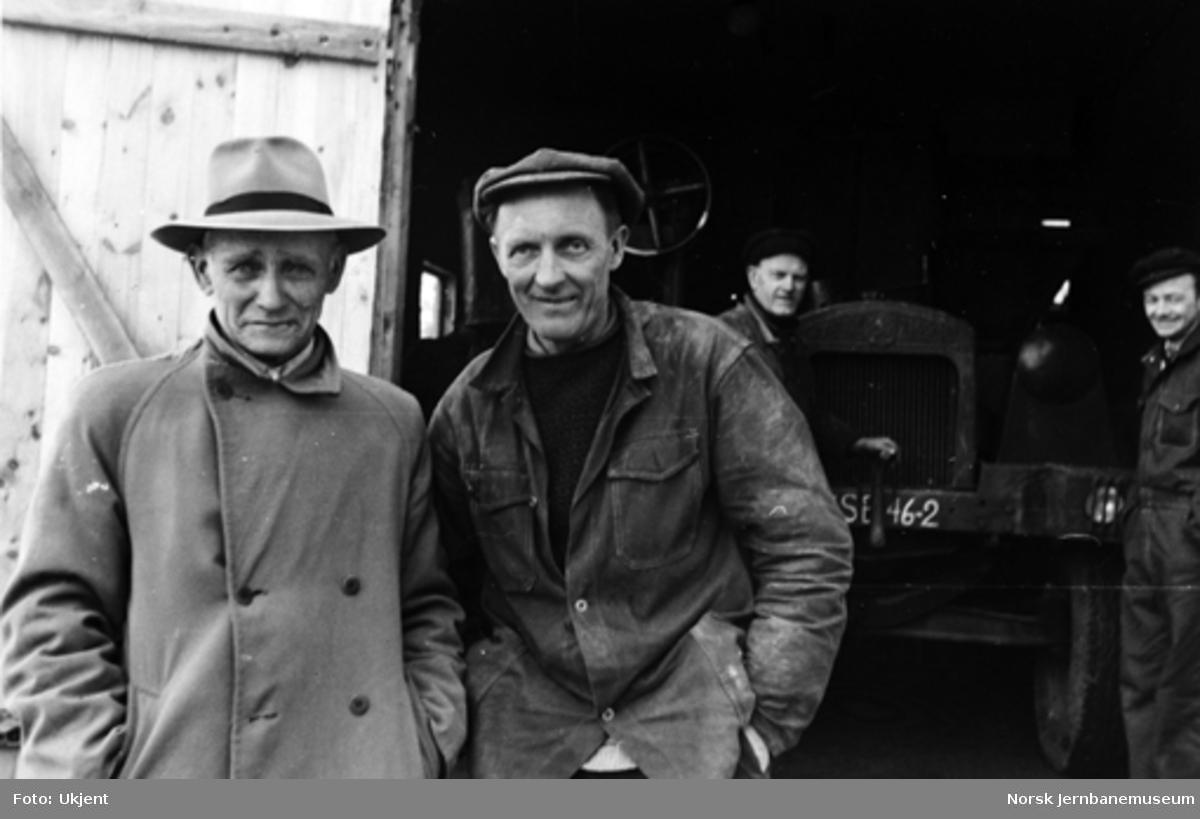Andreas Thunestveit og Thorvald Berge ved Helldal omformerstasjon