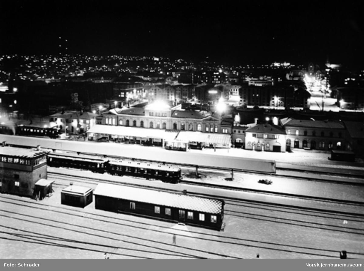 Trondheim stasjon : oversiktsbilder med ny belysning fra lystårn
