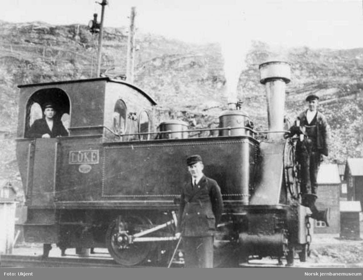 """Damplokomotivet """"LOKE"""" på Sulitjelmabanen"""