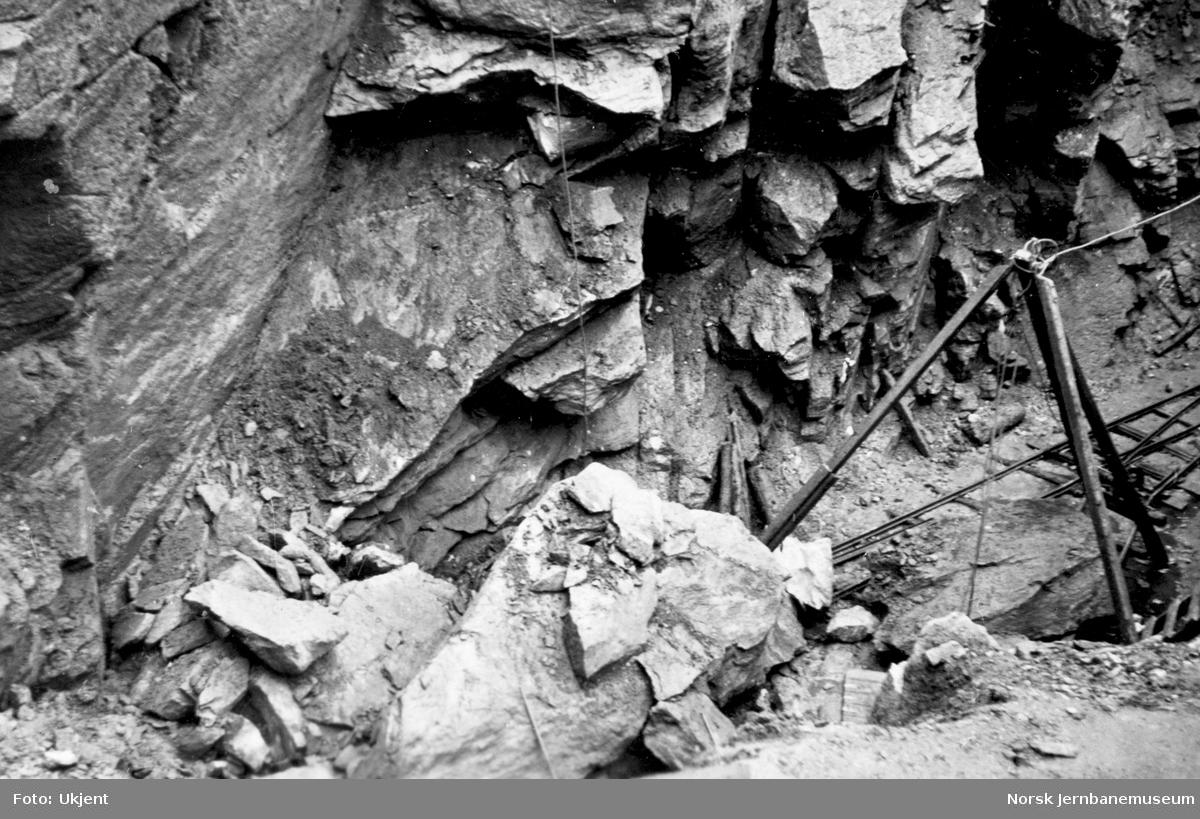 Almli tunnel : nedrast steinblokk som drepte tre mann høsten 1943