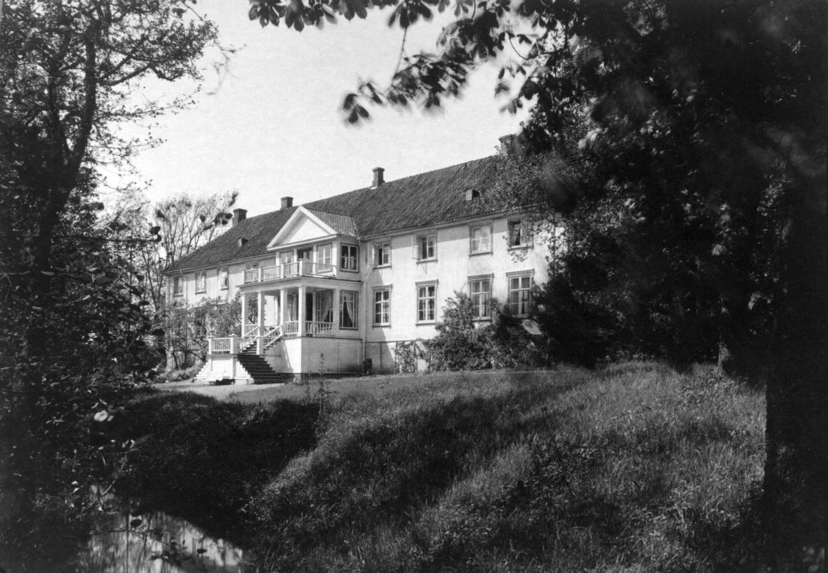 Ellinggård, Onsøy, Fredrikstad. Hovedbygningen sett fra hagen.