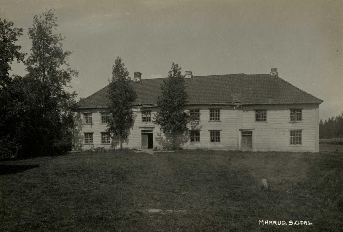 Mårud, Sør-Odal, Sør-Østerdal, Hedmark. Våningshus sett fra gårdsplassen.