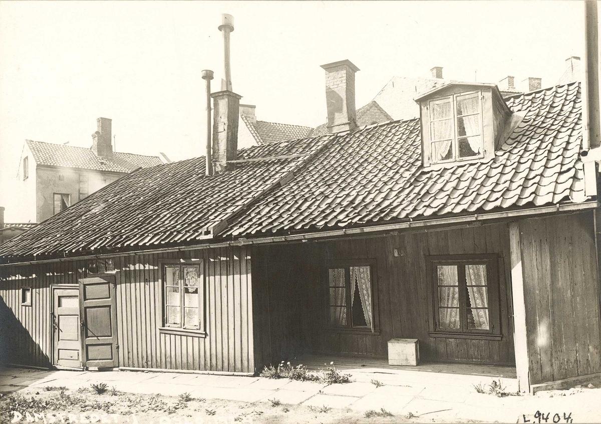 Damstredet 1, Hammersborg, Oslo. Bolighus fotografert fra gårdsplassen. 1924.