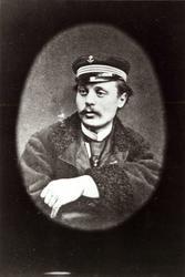 Portrett, Rollier, franskmann, 29 år gammel - èn av de som under den tysk-franske krig i 1870 landet med luftballong på Lifjell, Seljord. Se også NF.09387-052.