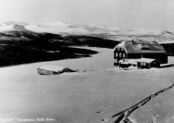 Avfotografert postkort. Skispor mot Gålåseter på Harpefoss.