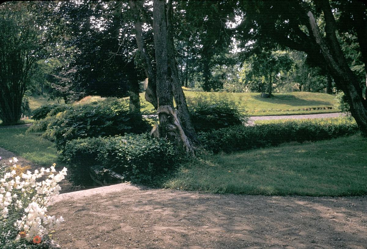 Rostad gård på Inderøy. Tidligere statsminister Ole Richters hjem. Hoveddelen av gården er fra 1700-tallet. Sidefløyene er kommet til i senere tid.