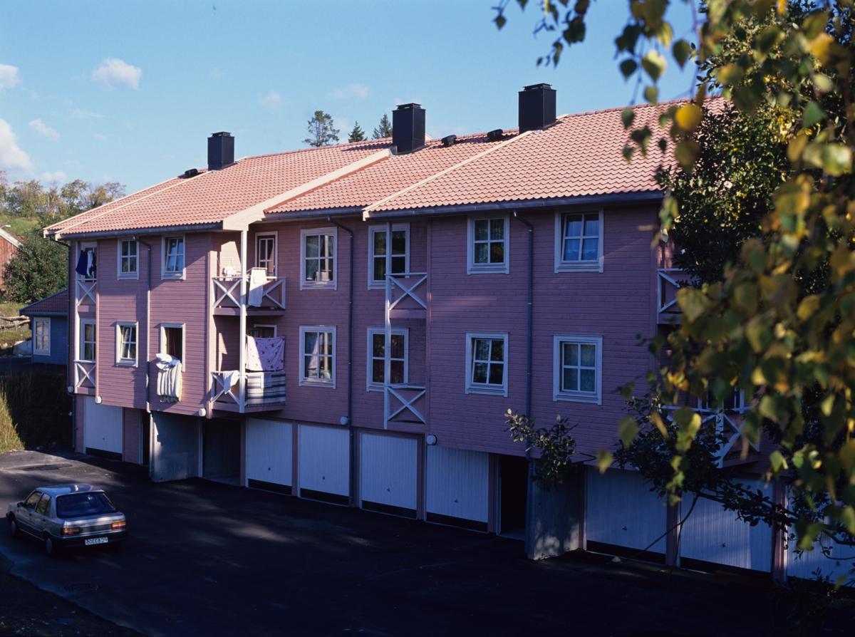 Borettslag på Klingremoen i Grimstad, husene er tilpasset øvrig bebyggelse, innskudd og størrelse tilrettelagt for studenter og pensjonister. Illustrasjonsbilde fra Nye Bonytt 1989.