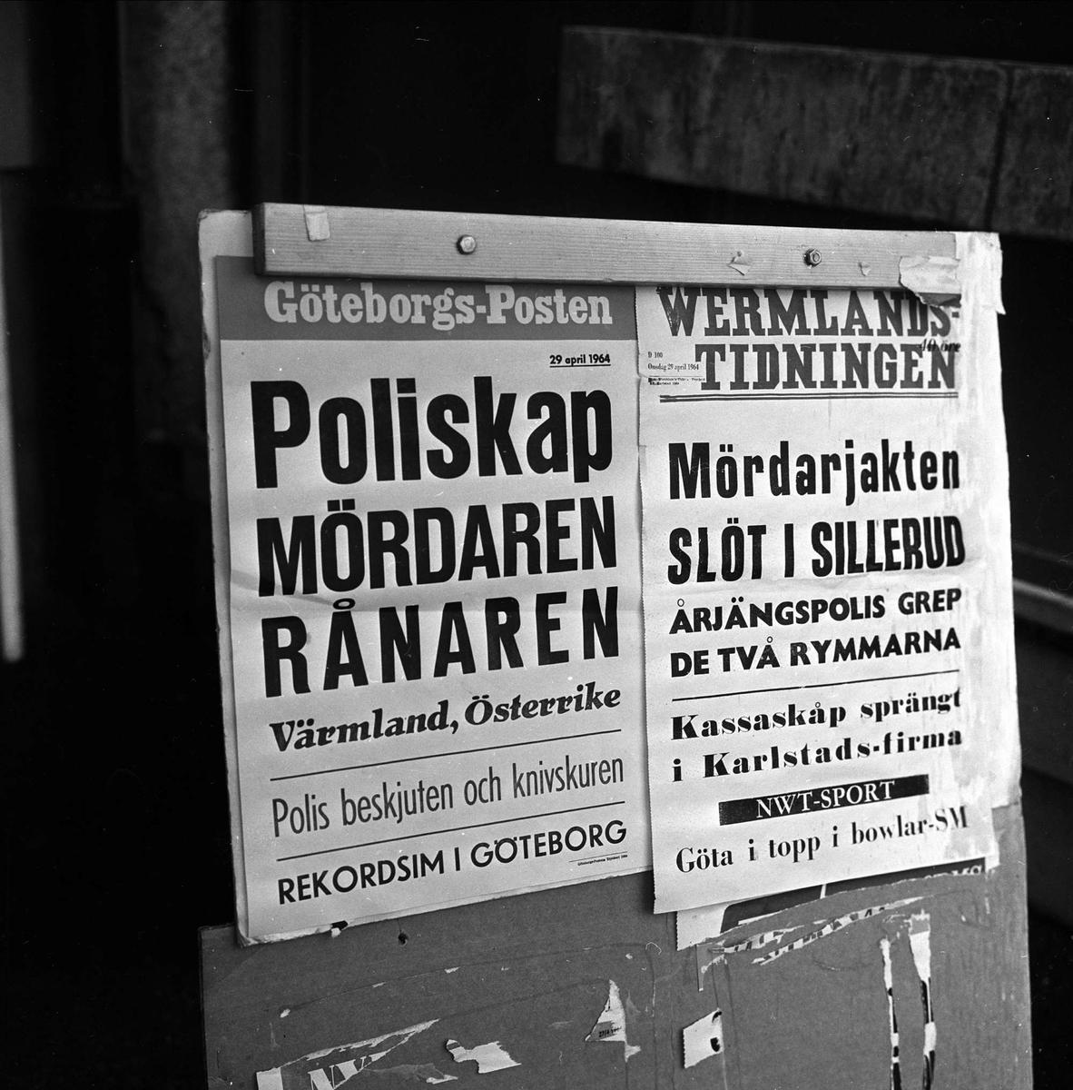 Årjäng politistasjon, Sverige. Avisoppslag om morderjakt på vegg, Sverige april 1964.