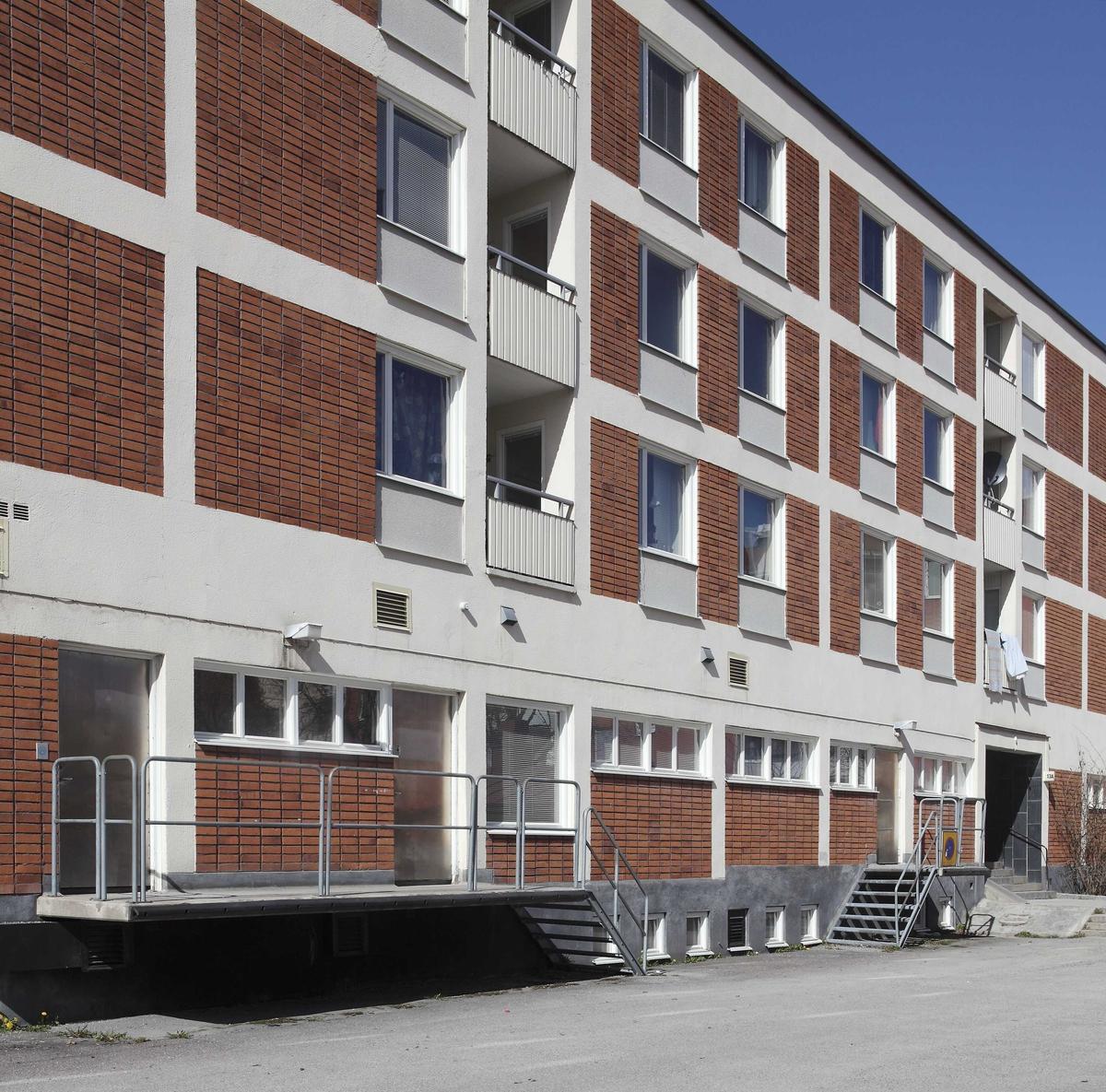 Fasad på flerbostadshus vid Gröna gatan, kvarteret Källan, Sala backe, Uppsala 2010