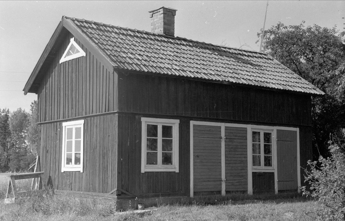 Bod och snickarverkstad, Danviksgården, Lövsta, Bälinge socken, Uppland 1976