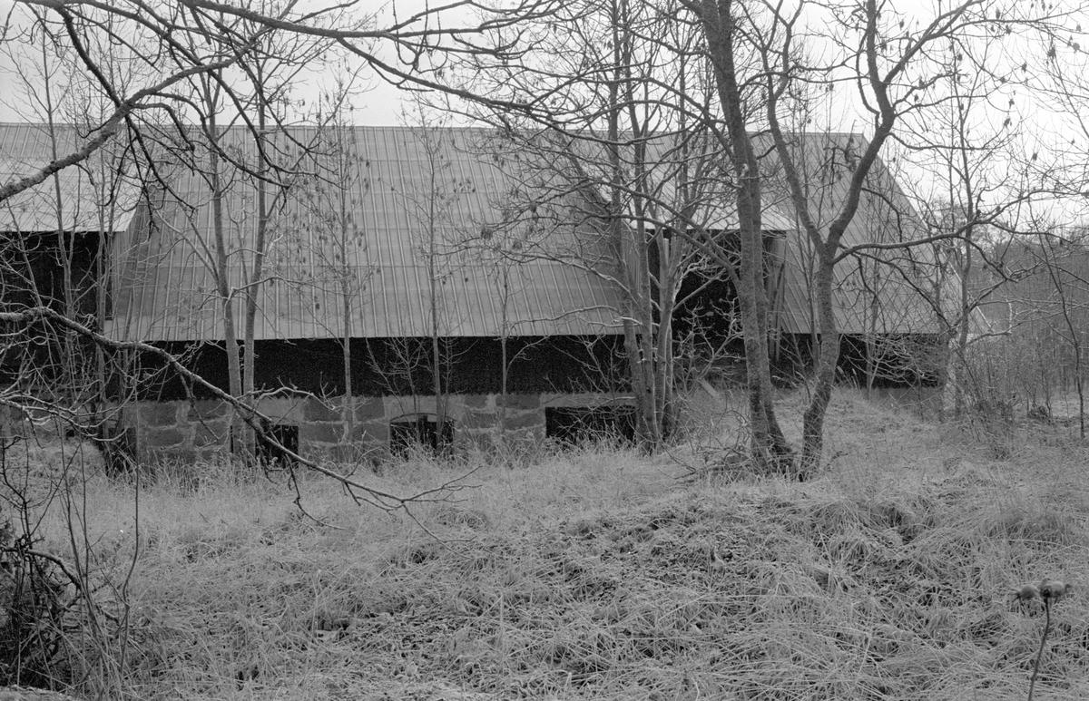 Ladugård, Halmby 2:4, Halmby, Funbo socken, Uppland 1982