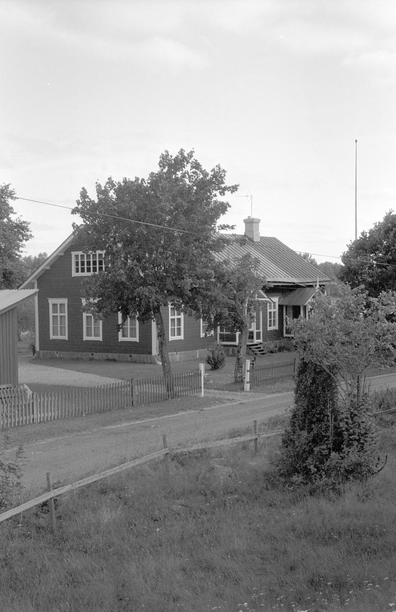 Bostadshus, Nolmyra 1:2, Björklinge socken, Uppland 1982