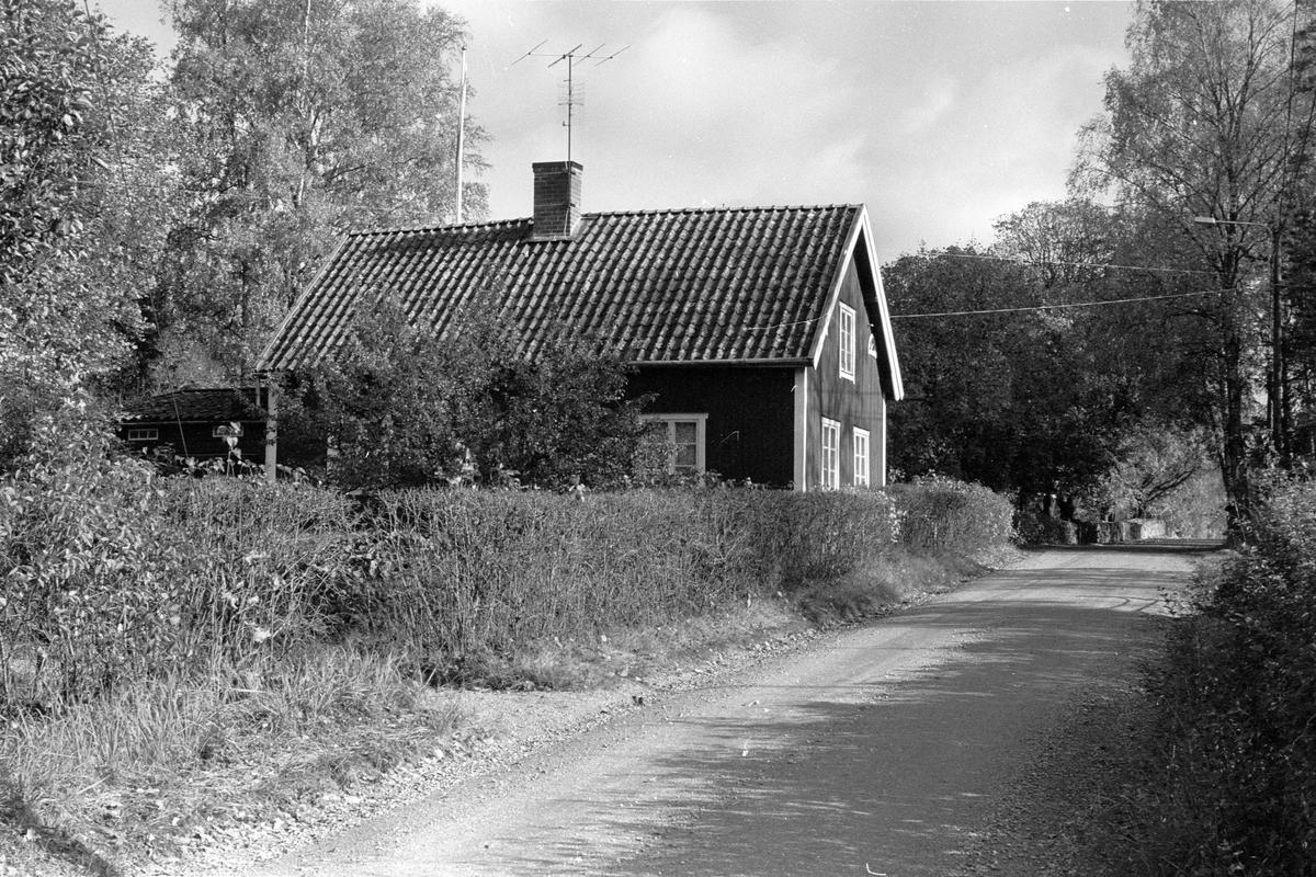 Bostadshus, Klockarbol, Kyrkbyn, Järlåsa socken, Uppland 1984